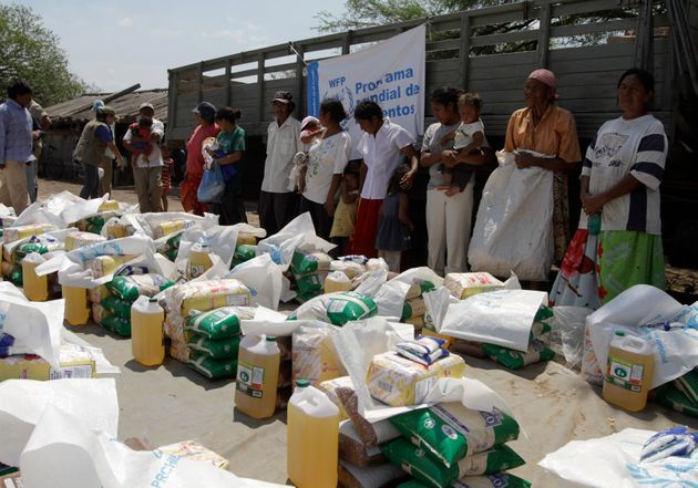 (Photo: distribution de nourriture par la PAM au Paraguay en 2012 par REUTERS/Jorge