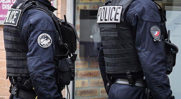 Après l'agression par balles de deux policiers à Herblay, dans le Val d'Oise, un suspect...