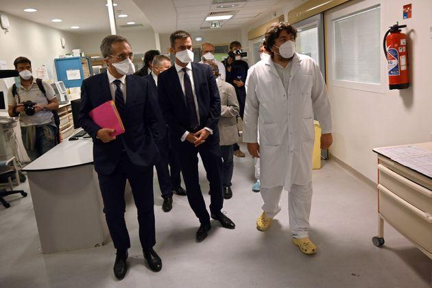 Le ministre de la Santé, Olivier Véran (ici le 25 septembre), promet 4000 lits supplémentaires...