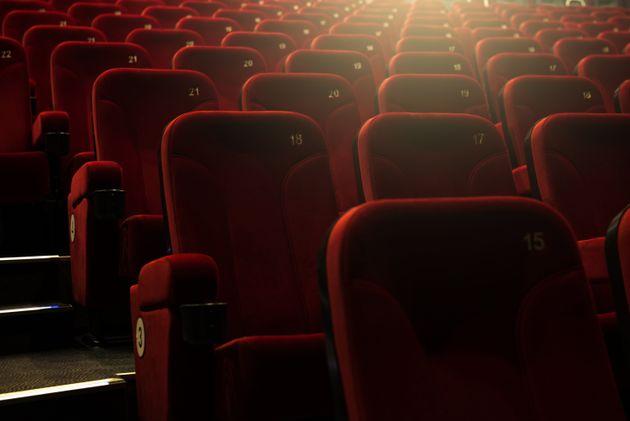 Πώς θα λειτουργήσουν τον χειμώνα θέατρα, σινεμά, μουσικές σκηνές: Πληρότητα από 30% έως