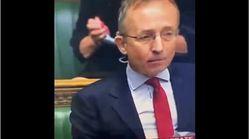 Una parlamentaria británica es cazada haciendo esta inaudita 'maniobra' con la