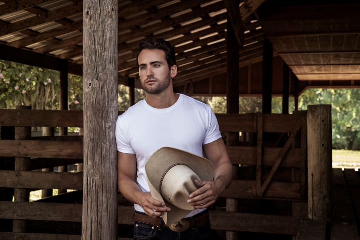 """Country artist Cameron Hawthorn released his new EP, """"Mustang,"""" last week."""