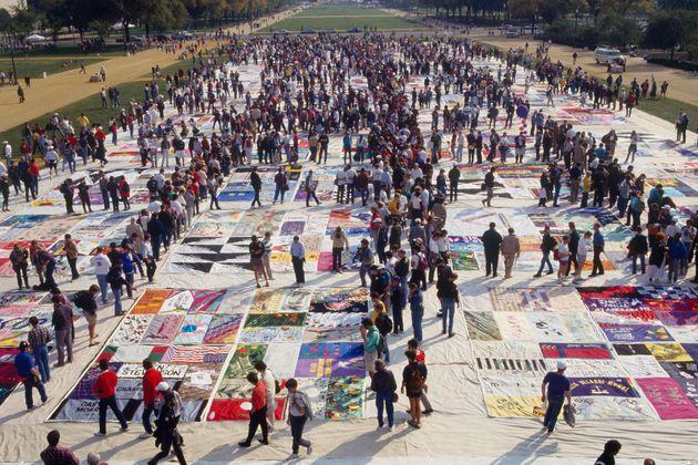 当時は、エイズで亡くなった人たちを追悼するパッチワークが飾られた。