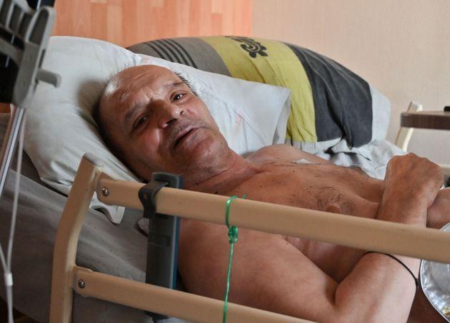 Alain Cocq, ici sur son lit médicalisé dans son appartement de Dijon, le 12 août