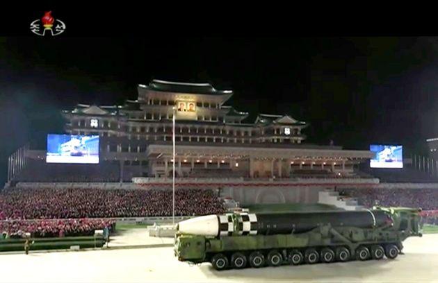 북한 노동당 창건 75주년 기념 열병식. 북한은 신형 ICBM(대륙간탄도미사일)과 신형 잠수함발사탄도미사일(SLBM)을