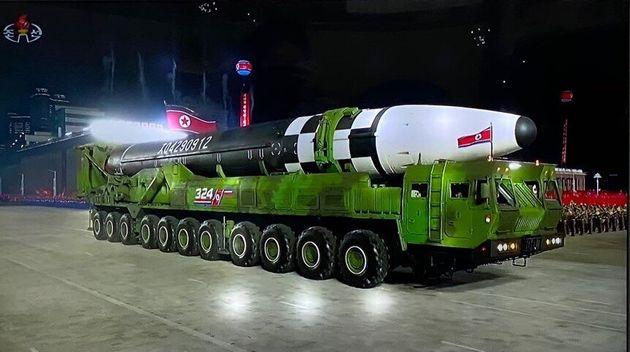 북한이 10일 노동당 창건 75주년을 맞아 열병식을 개최하고 신형 ICBM 추정 무기를 공개했다. 아울러 김정은 북한 국무위원장이 육성연설을 했다고 조선중앙TV가