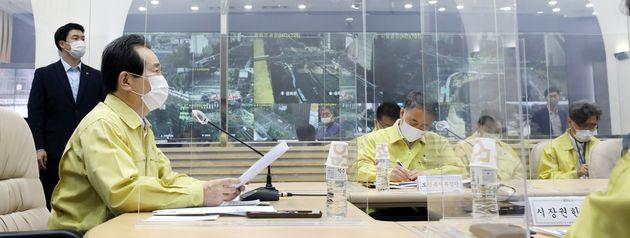 정세균 국무총리가 9일 오전 서울시청에서 열린 신종 코로나바이러스 감염증(코로나19) 대응 중앙재난안전대책본부 회의에서 모두발언을 하고
