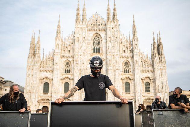 10/10/2020 Milano, Piazza Duomo. Bauli in Piazza: sit-in dei lavoratori dello spettacolo per denunciare...