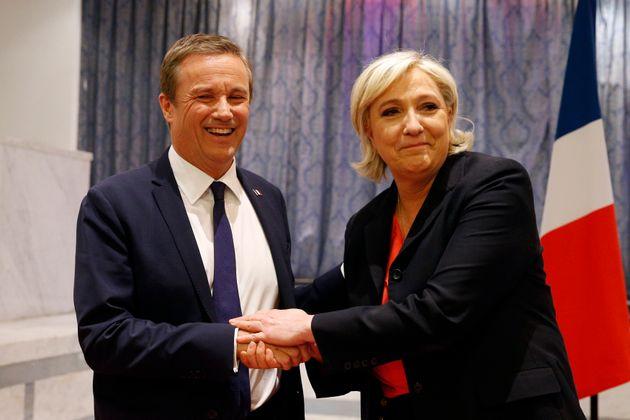Nicolas Dupont-Aignan et Marine Le Pen, ici à Paris, le 29 avril