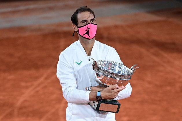 Rafael Nadal avec son trophée de Roland-Garros remporté face en finale face à Novak...