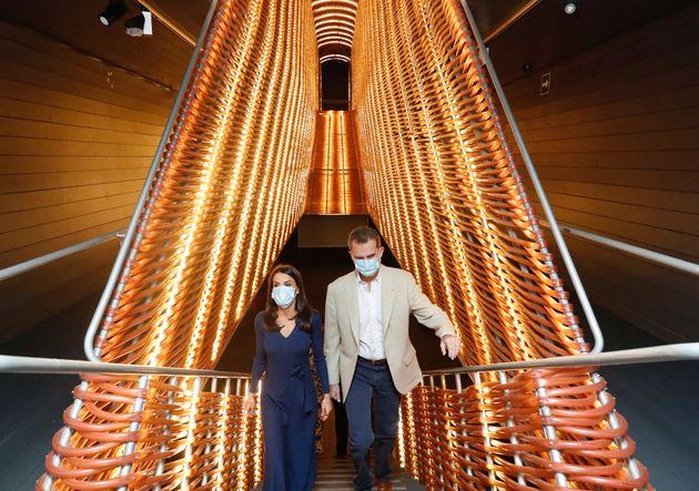 Lops reyes Felipe y Letizia, el pasado junio, en una exposición en Matadero