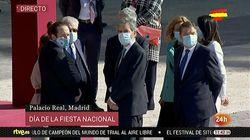 Iglesias viste una mascarilla de una marca abiertamente republicana en el acto del 12 de