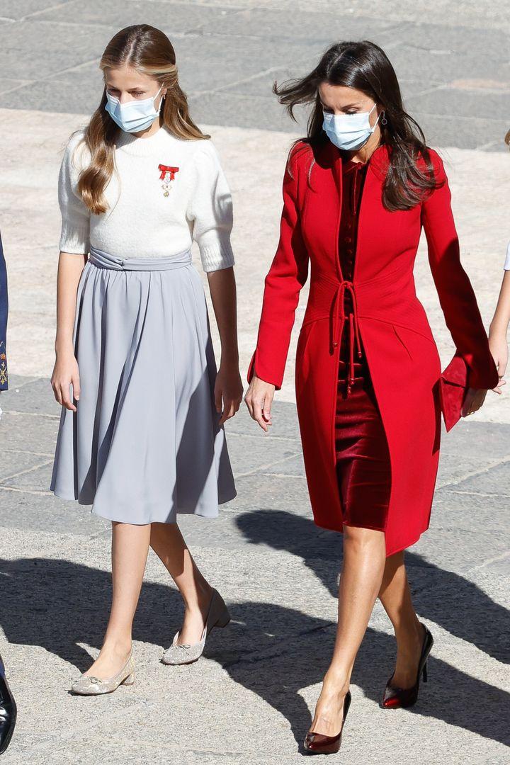 La princesa Leonor y la reina Letizia, en el desfile del 12 de octubre de 2020.
