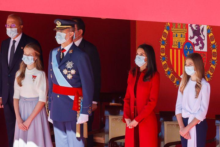 Leonor, a la derecha del rey Felipe VI, también con el Toisón de Oro.