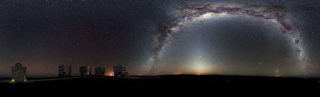 Panorama a 360 gradi del Very Large Telescope dell'ESO, protagonista di questa