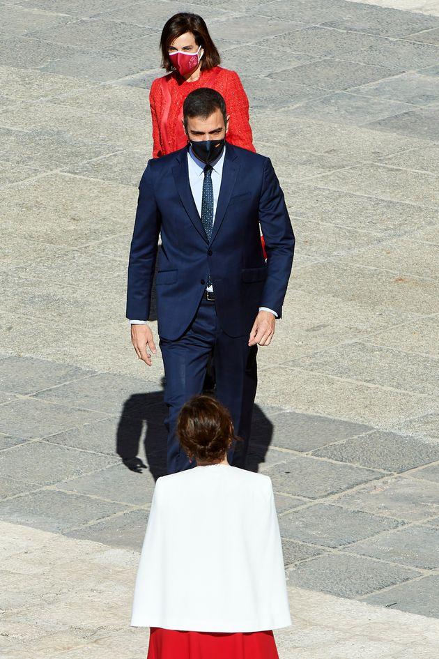 Sánchez y Ayuso, con Margarita Robles de