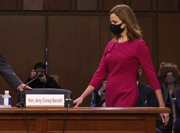 Amy Coney Barrett à son arrivée, lundi 12 octobre, devant la Commission du Sénat...