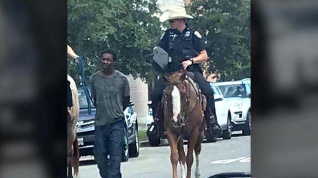 Αποζημίωση «μαμούθ» ζητά αφροαμερικανός που σύρθηκε με σχοινί στον δρόμο από έφιππους