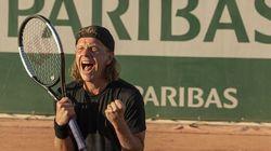 Au lendemain de Roland Garros, Alex Lutz incarne un tennisman en