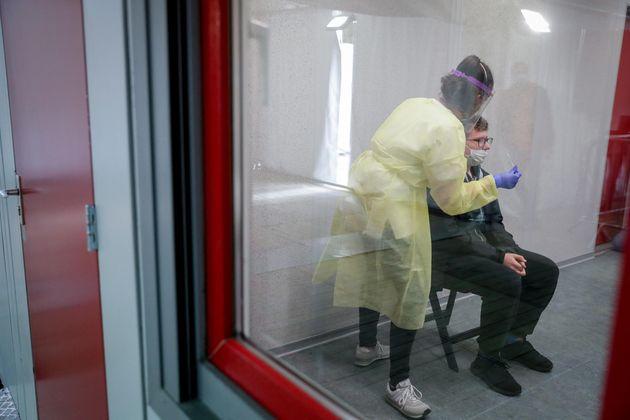 Coronavirus, 16079 casi e 136 morti