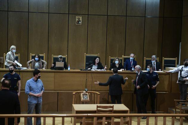 Δίκη Χρύσης Αυγής: Απορρίφθηκε το αίτημα Λαγού για εξαίρεση του