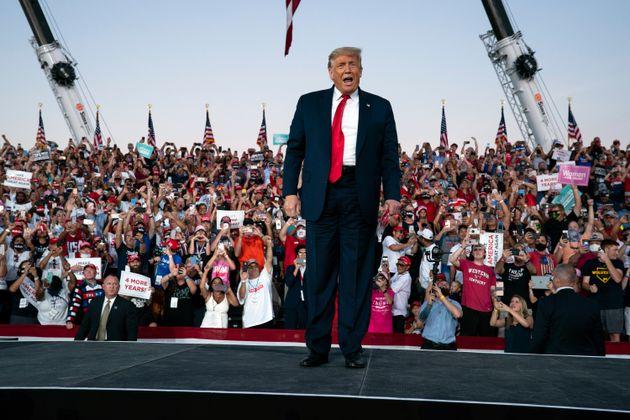 백악관 주치의는 트럼프 대통령이 코로나19 신속진단검사 결과 거듭 음성 판정을 받았다고 밝혔다. 올랜도 샌퍼드 국제공항, 플로리다주. 2020년