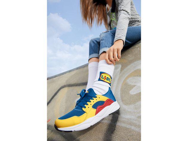 Las zapatillas y los calcetines de
