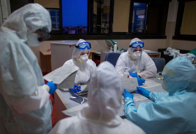Coronavirus, 8804 casi nelle ultime 24 ore. Raddoppiano i morti
