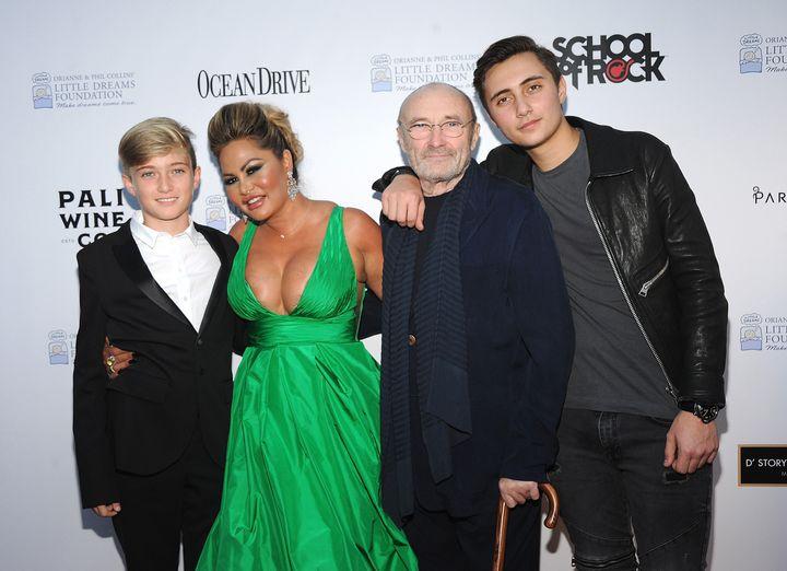 Ο Φιλ Κόλις κι ηΟριάν Κέβεϊ με τους δυο γιους τους, Νικόλαο και Μάθιου.