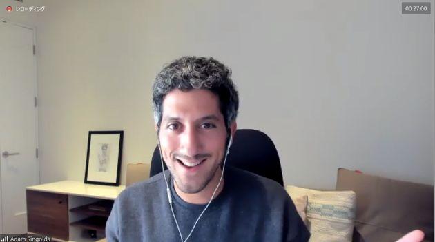 NY在住のアダム氏のインタビューは、オンラインで行われた。