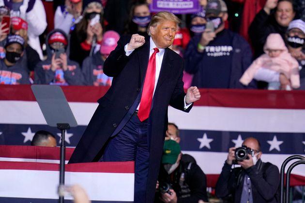 El presidente Donald Trump en un mitin en el aeropuerto John P. Murtha Johnstown-Cambria County Airport...