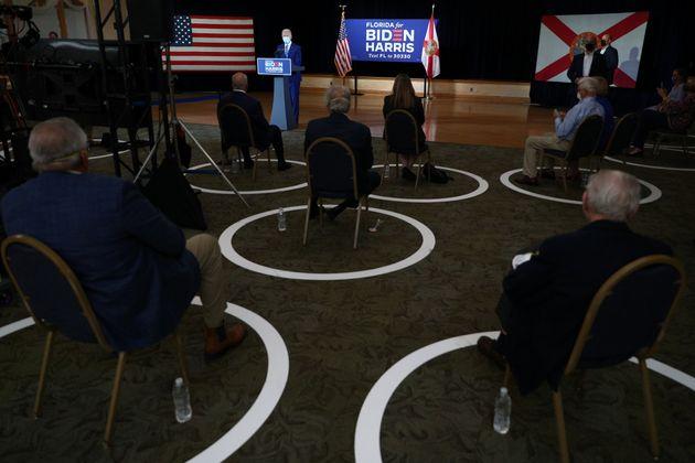 민주당 대선후보 조 바이든이 한 커뮤니티센터에서 노인 공약을 발표하고 있다.펨브룩파인즈, 플로리다. 2020년