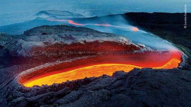 イタリア・エトナ火山の溶岩