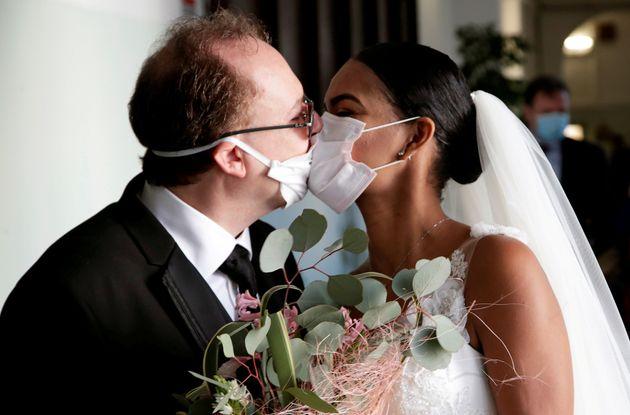 Emiliano contro il limite dei 30 invitati ai matrimoni: