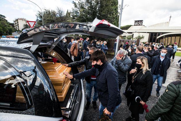 il funerale di Enzo