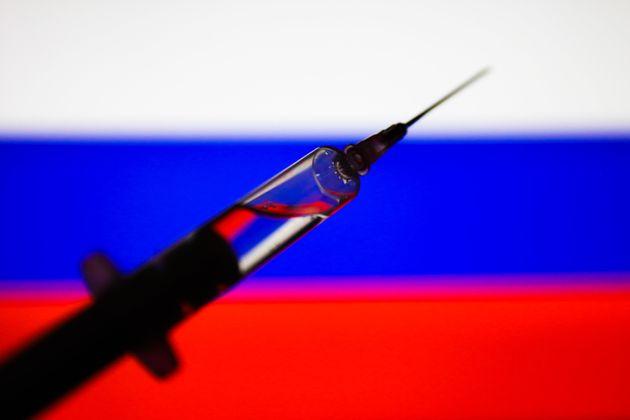 Rusia anuncia que ya tiene una segunda vacuna contra el coronavirus y que la tercera