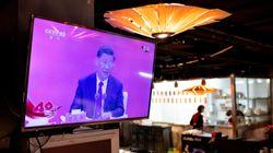 Xi a Shenzen per uno schiaffo a Hong Kong. Ma la sua tosse prende la scena (di M.