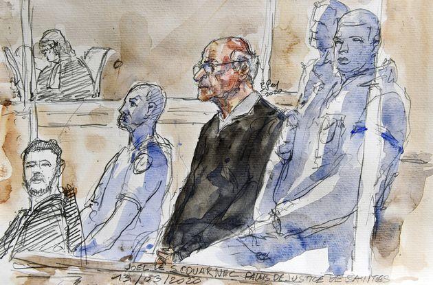 Le chirurgien Joël Le Scouarnec, ici le 13 mars devant la cour d'assises de Saintes, a été placé en garde...