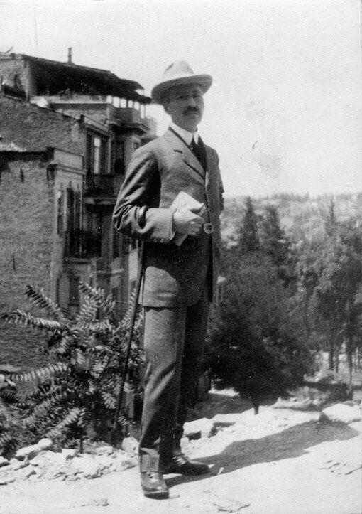 Ο Δραγούμης την εποχή που υπηρετούσε στην Πρεσβεία της Κωνσταντινούπολης, 1908