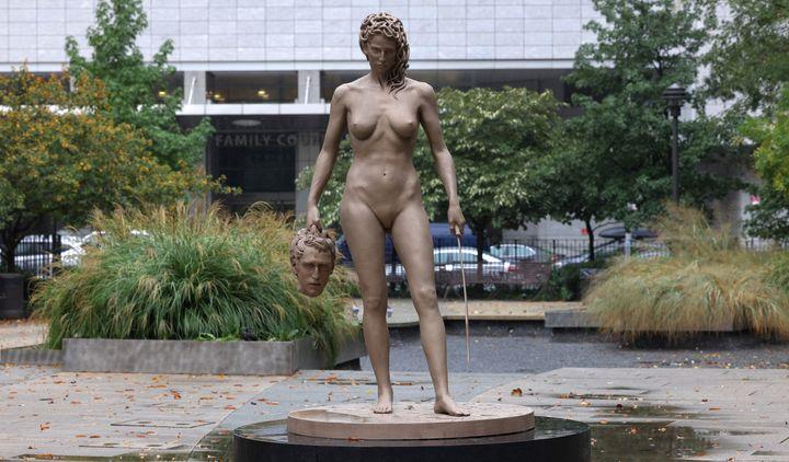La nouvelle statue de Luciano Garbati dans le Collect Pond Park, d'une hauteur de plus de deux mètres.