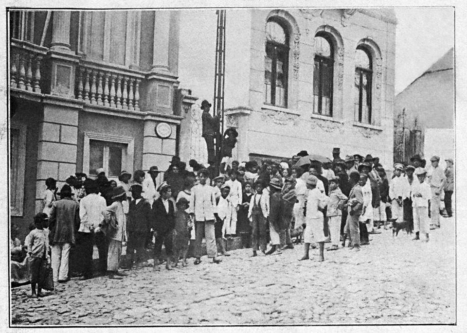 Negacionismo e fórmulas mágicas já existiam no Brasil de 1918, diante da gripe
