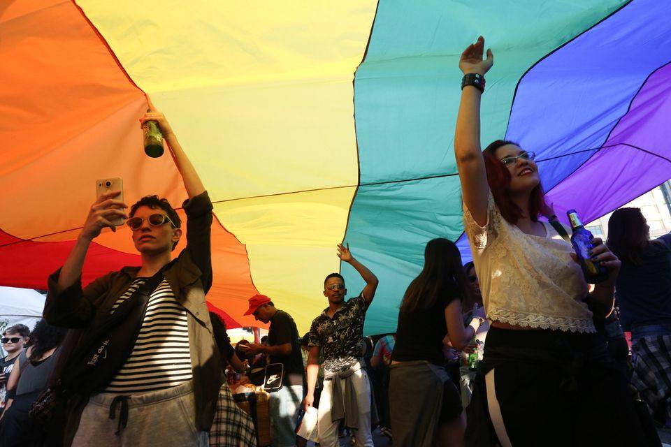 Manifestantes participam de passeata pelos direitos LGBT na Avenida Paulista, região central da...