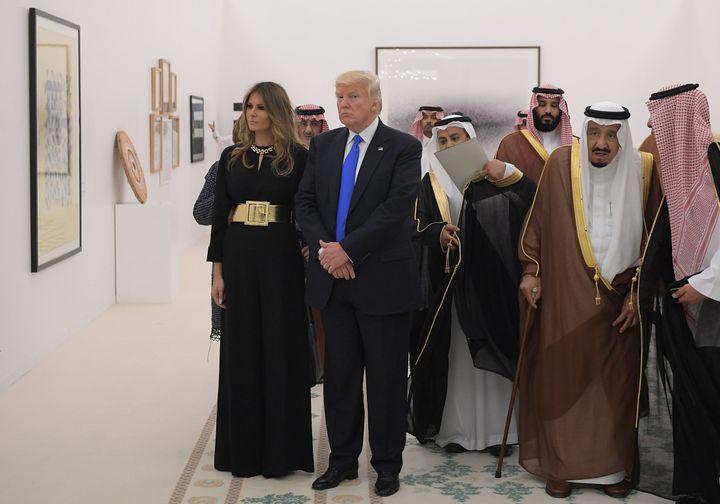 Saudi Arabia's King Salman bin Abdulaziz al-Saud, Donald Trump and Melania Trump look at a display of Saudi modern art at the Saudi Royal Court in Riyadh on May 20, 2017.