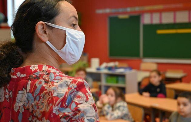 Le site d'information Reporterre affirme que les masques fournis aux enseignants sont