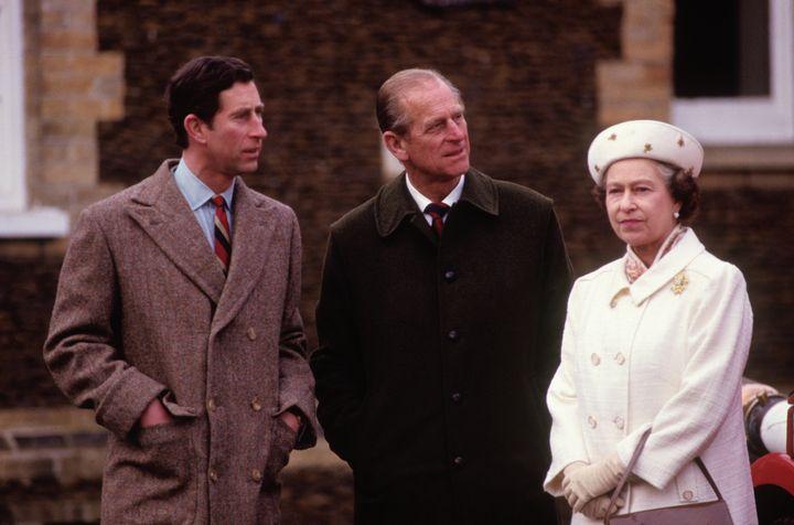En Sandringham en enero de 1988 junto a sus padres, el duque de Edimburgo y la reina Isabel II.
