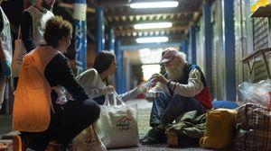 Η Μαριάννα προσφέρει ένα πιάτο ελπίδα στους άστεγους της