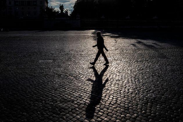 23/04/2020 Roma, Emergenza Coronavirus, la citta deserta nella foto persone in
