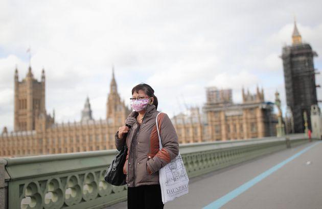 Il Regno Unito litiga sul lockdown nazionale. Intanto Londra alza