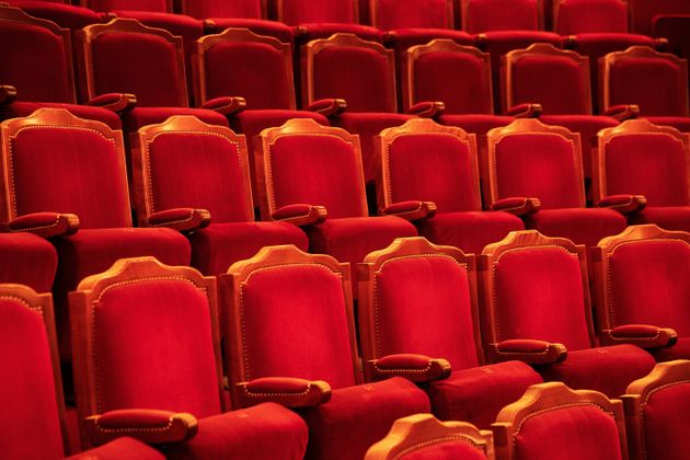 Une photo des sièges vides du théâtre de l'Atelier à Paris, le 14 septembre