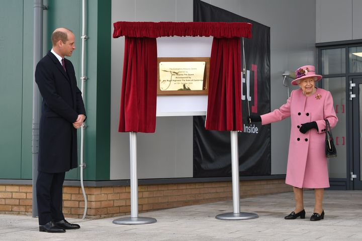 William stands by as Queen Elizabeth unveils a plaque to officially open the new Energetics Analysis Centre at the Defence Sc